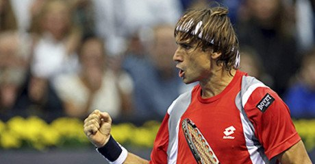 David Ferrer celebra un punto durante la primera semifinal del Valencia Open 500 disputada ante el croata Ivan Dodig.