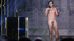 Sébastien Thiéry, desnudo, durante la gala de los Molière.