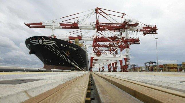 Asia ya aporta m s de la mitad de la actividad del puerto for Pisos asiaticas barcelona