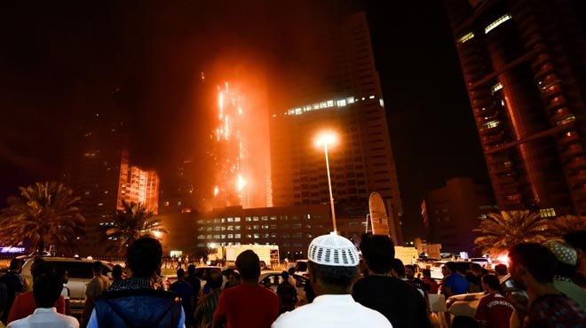 En llamas otro de los rascacielos de Emiratos Árabes