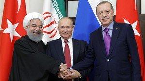 Putin, en el centro, con Erdogan (derecha) y Rouhani, en la reunión sobre Siria en Sochi.