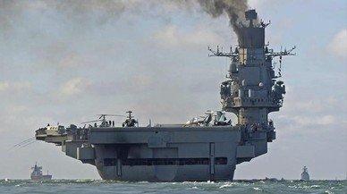 El 'Almirante Kuznetsov' navega por aguas internacionales, cerca del puerto de Dover (Reino Unido), el 21 de octubre.