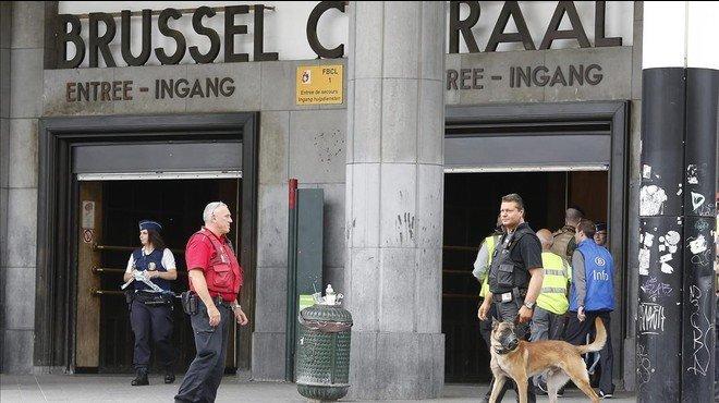 La policia ordena tancar els accessos a diverses estacions de metro de Brussel·les