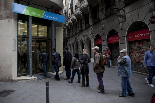 El paro registrado baj en personas en abril for Oficina de treball barcelona