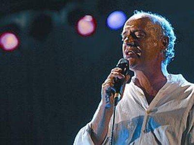 El cantautor Joan Isaac, durante una actuaci�n.