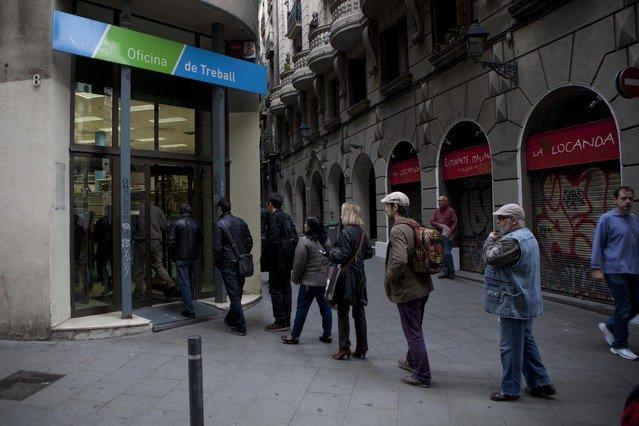 L 39 atur registrat va baixar en persones a l 39 abril for Oficina treball barcelona