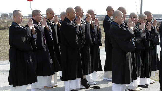 Homenatge silenciós al Japó a les víctimes del tsunami