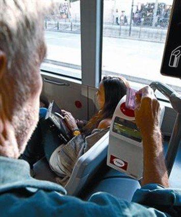 Barcelona amplía a 300 servicios las ventajas de la tarjeta rosa