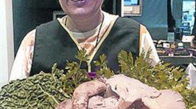 Merluza con rebozuelos, una receta rica del mercado de Sants