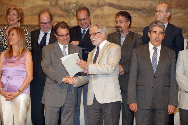 El Consell Assessor per a la Transició Nacional entrega al Govern su primer informe