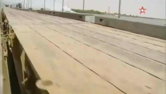 Así es el puente que Rusia ha construido en menos de 48 horas sobre el Éufrates
