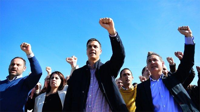 Sánchez se lanza a la piscina de las primarias mientras Díaz mantiene el silencio