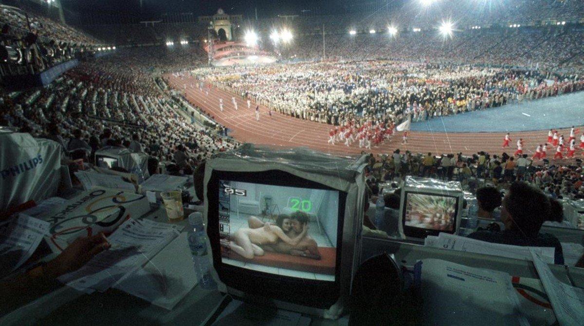 Set de los medios de comunicación en el Estadi Olímpic Luis Companys durante la ceremonia de apertura.