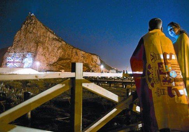 Pareja escolta esclavitud en Algeciras