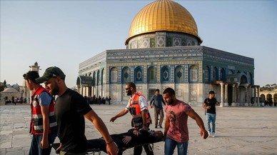 Un centenar de heridos en nuevos enfrentamientos en la Explanada de las Mezquitas