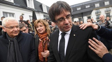 Ball de notícies amb la indemnització de Puigdemont