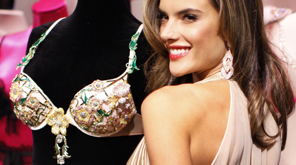 Alessandra Ambrosio llevar el lujoso sujetador de Victoria's Secret