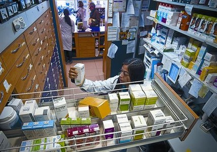 Medicamentos almacenados en una farmacia de Barcelona.