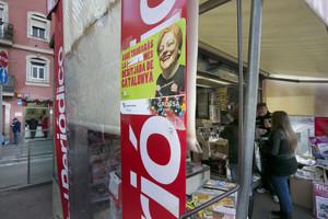 Publicitat de la Grossa de Cap dAny, en un quiosc de la Barceloneta.
