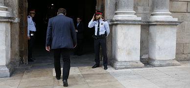 Junqueras entra en el Palau de la Generalitat para su reuni�n con Mas, este mi�rcoles.