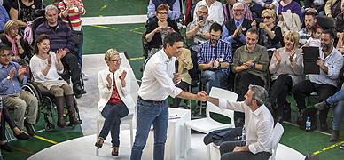 S�nchez estrecha la mano a Collboni en un acto del PSC en Barcelona, este s�bado