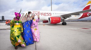 Llegada de los Reyes Magos al aeropuerto de Madrid-Barajas, este martes.