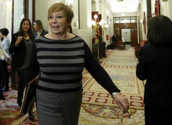 Celia Villalobos, diputada del PP y vicepresidenta del Congreso, tras la reunión de la Mesa de la Cámara, ayer.