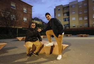 Carlos Rodríguez (izquierda) y Carlos Lozano, usuarios del servicio de resolución de conflictos de El Prat.