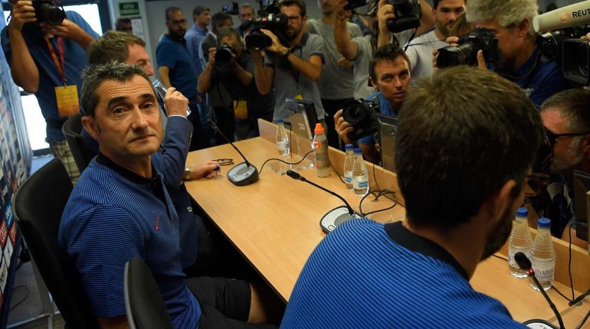 Ernesto Valverde, momentos antes de iniciar su primera conferencia de prensa de la temporada, hoy en la Ciudad Deportival del Barça.