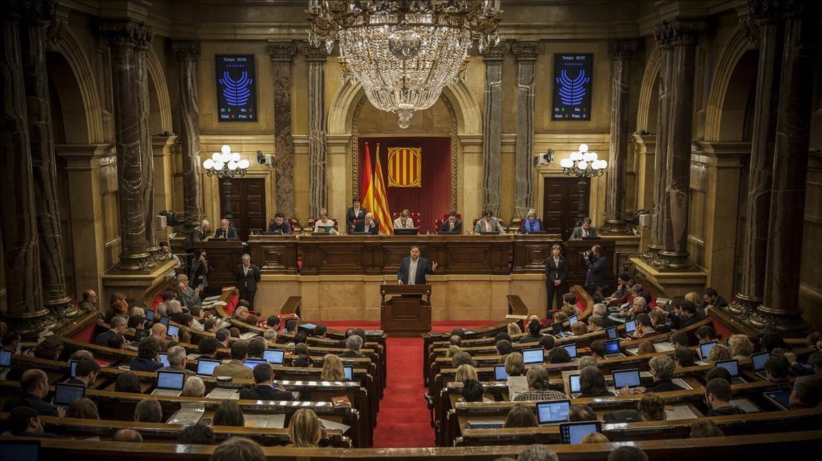 El vicepresidente y líder de ERC, Oriol Junqueras, en un pleno del Parlament.