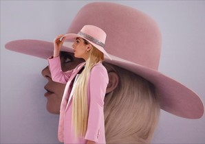 nmartorell36130002 singer lady gaga poses for photographers during a photo call170913181546