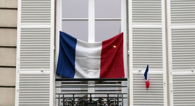 França esgota les banderes per rendir homenatge a les víctimes dels atemptats de París