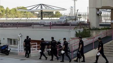 La policia busca 26 immigrants fugats del CIE de Múrcia
