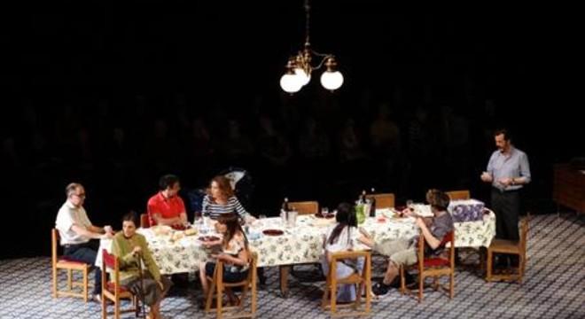 'Vilafranca' compon un agredolç retrat familiar