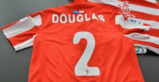 Est� ser� la camiseta de Douglas en el Sporting de Gij�n.�
