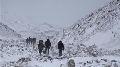 El Nepal demana als escaladors que netegin un campament de l'Everest