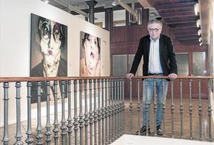 Josep Maria Donat, en Espai Volart, una de las salas de exposición de la Fundació Vila Casas, que estos días luce obras de Lita Cabellut.