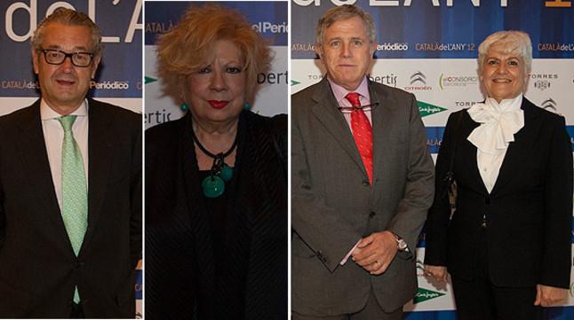 De izquierda a derecha, Luis Conde, presidente de la firma Seeliger y Conde, la cantante y actriz Núria Feliu y el director general de Damm Enric Crous junto a su esposa Montserrat Aguilera.