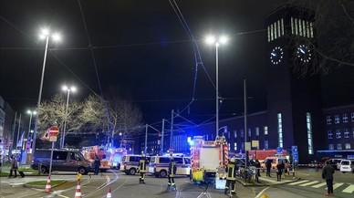 """Un home armat amb """"problemes mentals"""" fereix set persones a Düsseldorf"""