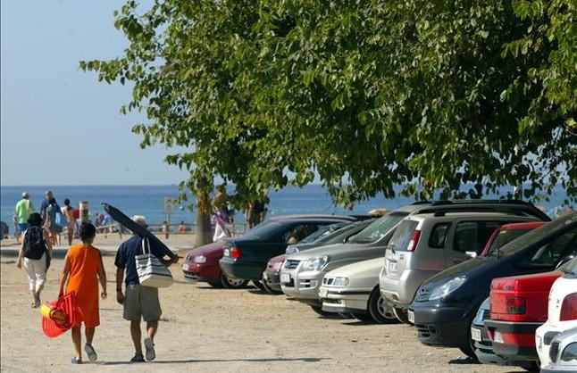 Castelldefels convierte toda la playa en zona azul