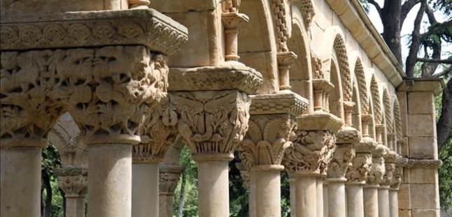 Capiteles del claustro del Mas del Vent de Palamós. JOAN CASTRO / ICONNA