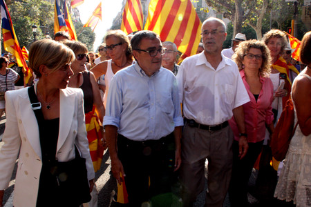 Marina Geli, en la manifestacin de la Diada, junto a los tambin 'exconsellers' Ernest Magall y Antoni Castells. 