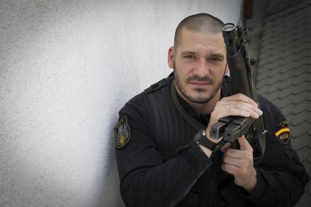 Luis Esteban, Inspector de Policía, Concursante y escritor