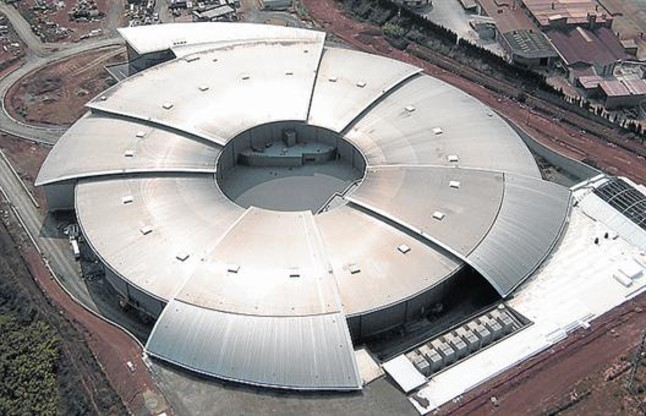 <b>MULTIDISCIPLINARI.</b> El sincrotró Alba, inaugurat el 2010 a Cerdanyola.