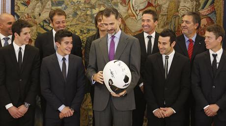 En primera fila, de izquierda a derecha, �lex M�rquez, Marc M�rquez, el Rey, Toni Bou y Tito Rabat. Detr�s, Paco S�nchez, Emilio Alzamora, Roser Alent� y Juli� M�rquez
