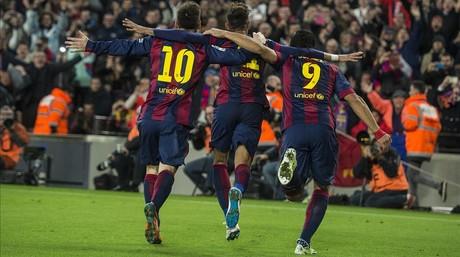 Messi, Neymar y Su�rez celebran un gol al Atl�tico de Madrid en el Camp Nou.