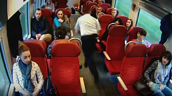 Un vídeo mostra com el conductor d'un tren evita una tragèdia