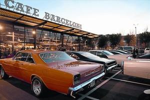Las concentraciones de coches clásicos y motos forman parte del paisaje habitual del Ace Cafe.
