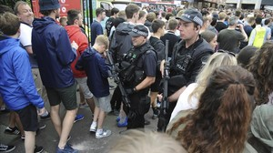 zentauroepp38639323 armed police watch courteeners fans arrive for a concert at170528203405