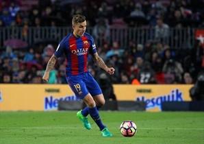 Digne en un partido reciente con el Barça.